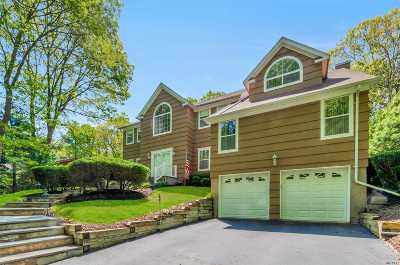 Smithtown Single Family Home For Sale: 80 Lone Oak Path