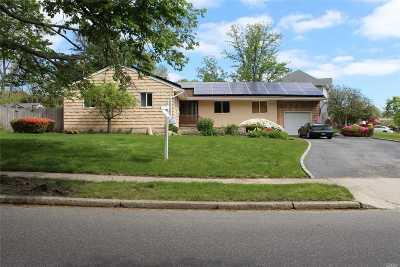 Commack Single Family Home For Sale: 27 Parkway Dr