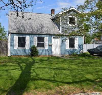 Levittown Single Family Home For Sale: 359 Loring Rd