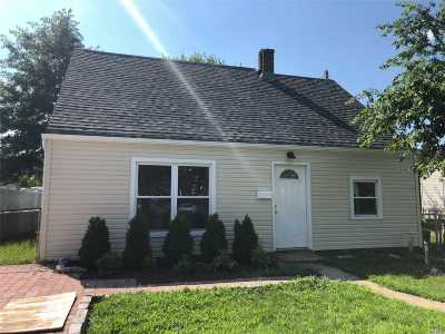 Levittown Single Family Home For Sale: 110 Jerusalem Ave