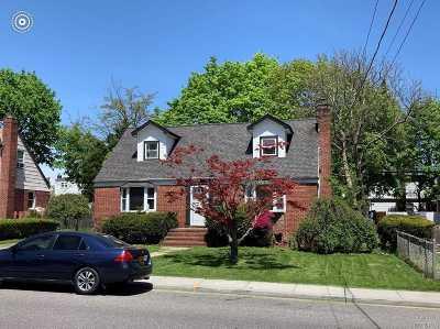 Uniondale Single Family Home For Sale: 581 Macon Pl