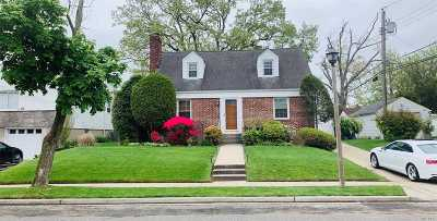 Uniondale Single Family Home For Sale: 1308 Admiral Ln
