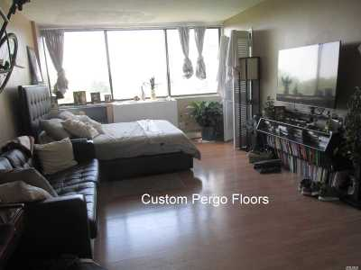 Queens County Condo/Townhouse For Sale: 2 Bay Club Dr #7H