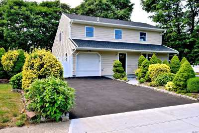 Central Islip Single Family Home For Sale: 124 Bark Ave