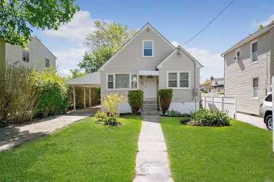 Westbury Single Family Home For Sale: 834 1st Ave
