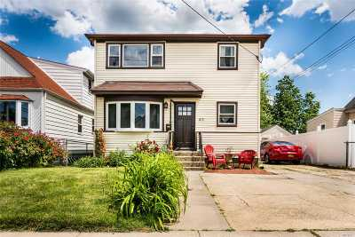 Valley Stream Single Family Home For Sale: 105 Ormonde Blvd