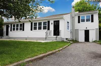 Southampton Multi Family Home For Sale: 9 Little Neck Rd
