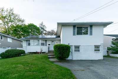 Massapequa Single Family Home For Sale: 4591 Merrick Rd