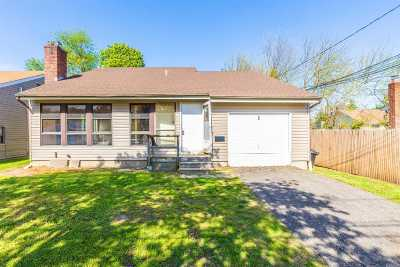Melville Single Family Home For Sale: 2 Flanders Ave