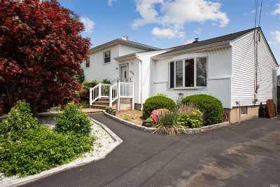 Massapequa Park Single Family Home For Sale: 423 1st Ave