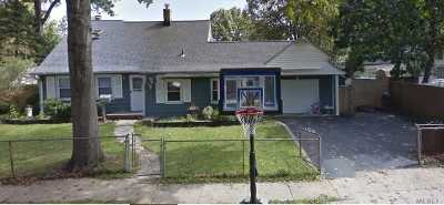 Levittown Single Family Home For Sale: 7 Buttercup Ln