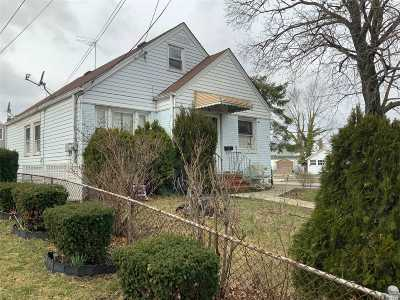 Valley Stream Single Family Home For Sale: 32 N Montgomery St