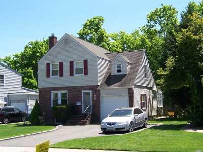 Farmingdale Single Family Home For Sale: 48 Jefferson Rd