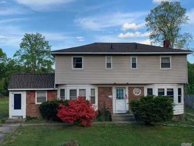 Smithtown Single Family Home For Sale: 49 Brooksite Dr