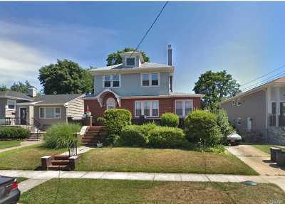 Nassau County Single Family Home For Sale: 359 Rugby Rd