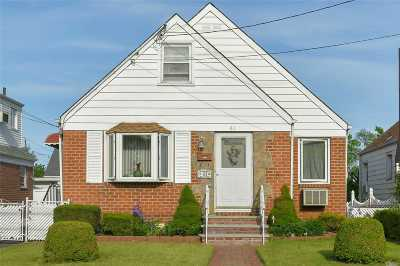 Nassau County Single Family Home For Sale: 61 Liberty Blvd