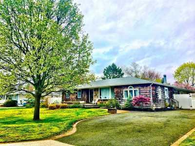 Oakdale Single Family Home For Sale: 25 Wichard Dr