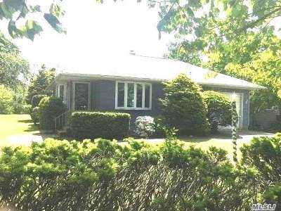 Center Moriches Single Family Home For Sale: 37 Senix Ave