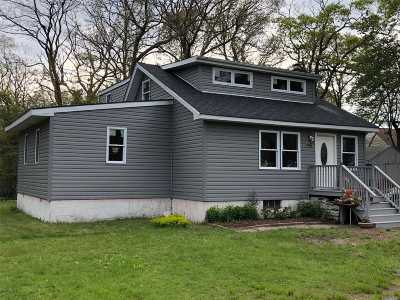 Mastic Beach Single Family Home For Sale: 80 Overlook Dr