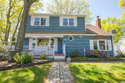 Smithtown Single Family Home For Sale: 25 Smithtown Cres