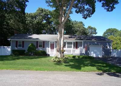 Manorville Single Family Home For Sale: 7 Maple Ln