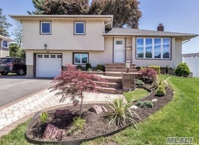 Plainview Single Family Home For Sale: 48 Stratford Rd