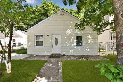Nassau County Single Family Home For Sale: 287 Harvard St