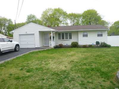 Central Islip Single Family Home For Sale: 70 Sycamore Ave