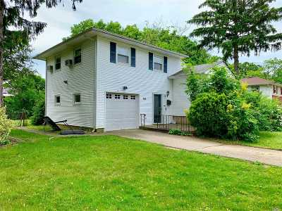 Bay Shore Single Family Home For Sale: 132 Delaware Ave