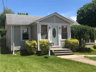 Hicksville Single Family Home For Sale: 24 East Ave