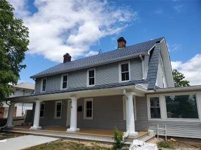 Levittown Single Family Home For Sale: 250 Jerusalem Ave