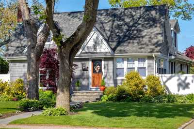 Patchogue Single Family Home For Sale: 35 Chestnut Ave