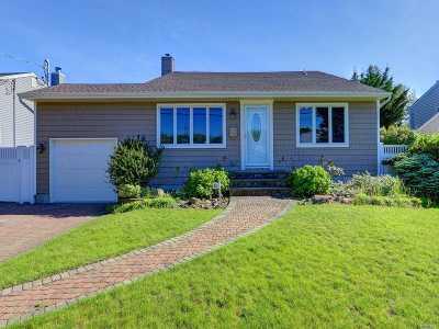 Massapequa Park Single Family Home For Sale: 160 Linden St