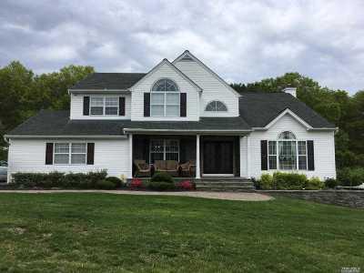 Manorville Single Family Home For Sale: 11 Scott Ln