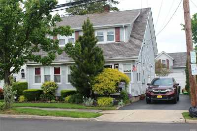 Hicksville Single Family Home For Sale: 132 1st St
