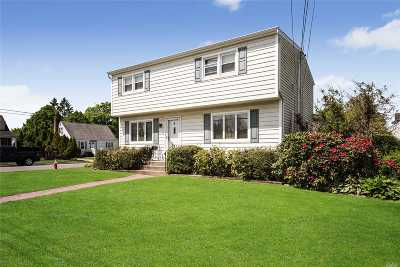 Bethpage Single Family Home For Sale: 2 West Ct