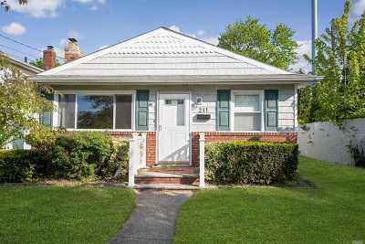 Lindenhurst Single Family Home For Sale: 211 Sherbrooke Rd