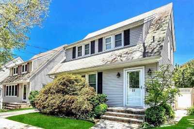 Williston Park Single Family Home For Sale: 21 Astor Pl