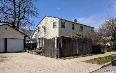 Nassau County Single Family Home For Sale: 81 Independence Ave