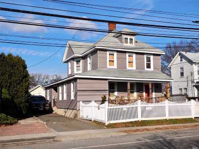 Westbury Single Family Home For Sale: 325 Maple Ave