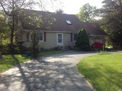 Manorville Single Family Home For Sale: 20 Wright Rd