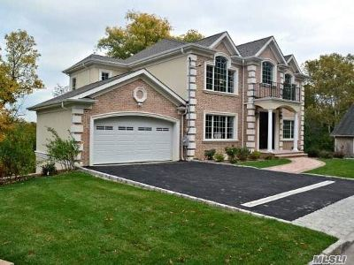 Great Neck Single Family Home For Sale: 16 A York Dr