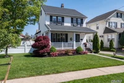 Lynbrook Single Family Home For Sale: 9 Allen St