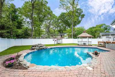 Commack Single Family Home For Sale: 4 Acorn Ln