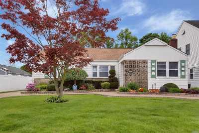 Merrick Single Family Home For Sale: 1340 Jerusalem Ave