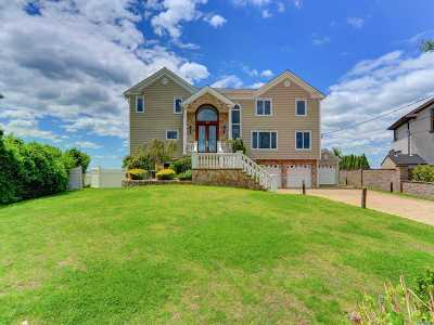 West Islip Single Family Home For Sale: 164 Secatogue Lane W