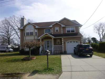 Suffolk County Single Family Home For Sale: 12 Walnut Rd