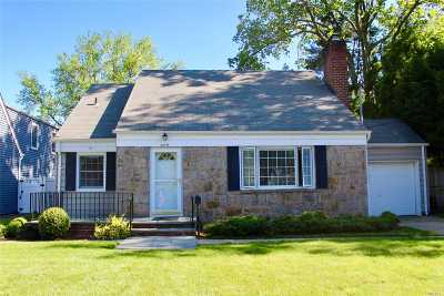 Nassau County Single Family Home For Sale: 3379 N Maplewood Dr