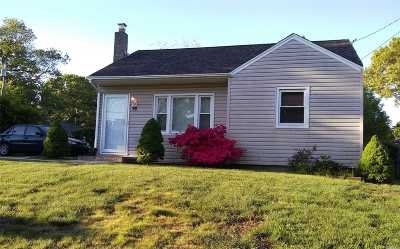 Patchogue Single Family Home For Sale: 76 Shaber Rd