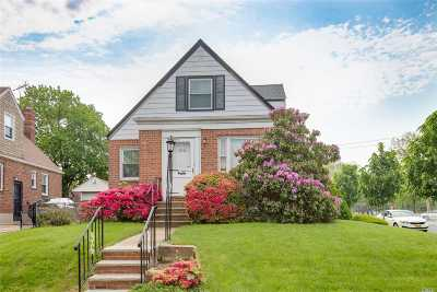 Fresh Meadows Single Family Home For Sale: 56-43 194 St